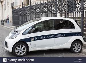 Citroen Romans : polizia roma capitale small roman police car citroen parked in stock photo royalty free ~ Gottalentnigeria.com Avis de Voitures