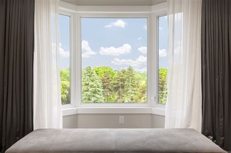 What's the Difference in Bow Windows and Bay Windows