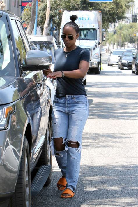 Kelly Rowland Braless Photos Thefappening