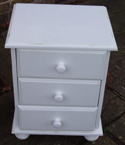 shabby chic bedside table shabby chic success for spruced up bedside table 5138