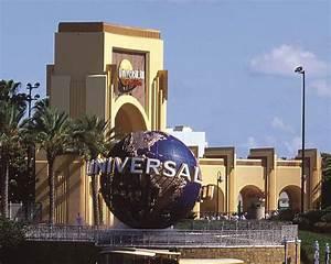 Universal Studios Entrance - Sonshine Educational Tours