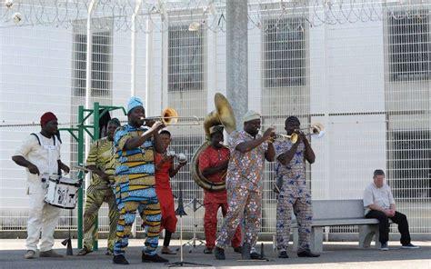mont de marsan le brass band b 233 nin eyo nl 233 s est invit 233 au centre p 233 nitentiaire sud ouest fr