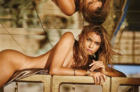 Stella Maxwell Nude And Sexy 5 Photos Thefappening