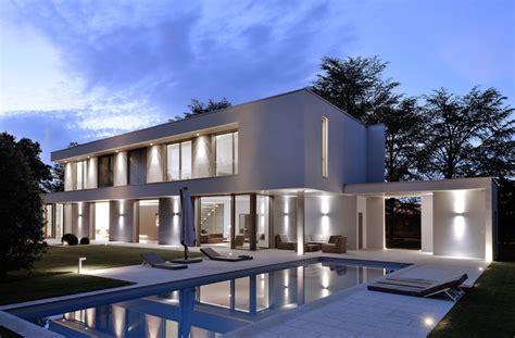 facade de villa moderne villa b moderne fa 231 ade lyon par laurent guillaud lozanne architecte dplg