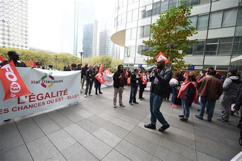 hsbc siege social les salariés d une superette manifestent devant le siège d