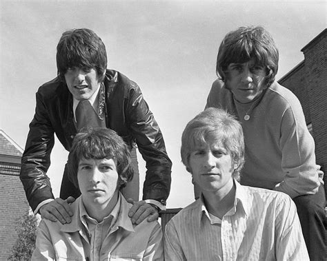 The genre of pop music basically has its roots well laid in the american soil. HONEYBUS ...... They were a 1960's pop group formed in London ....England   Music memories, Pop ...