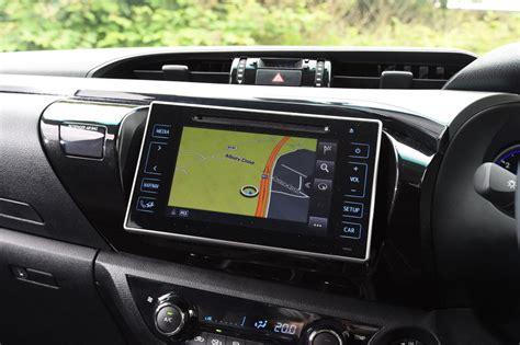 Toyota Hilux vs Mitsubishi L200 - pictures | Auto Express