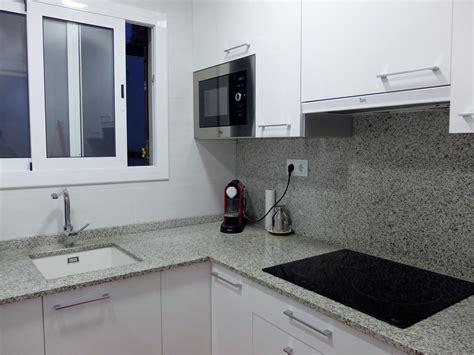 reforma de cocina  encimera de granito  muebles