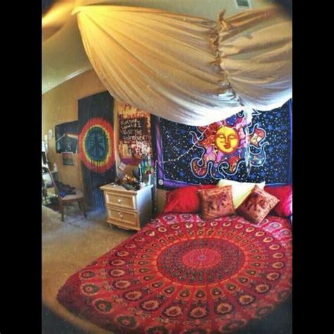 trippy room decor on the hunt