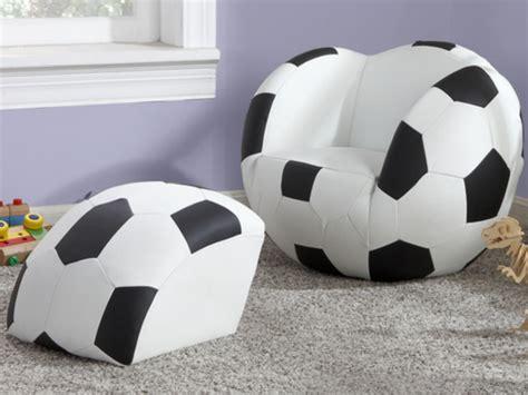 pouf pour chambre fauteuil et pouf pour enfant en simili footy noir et blanc