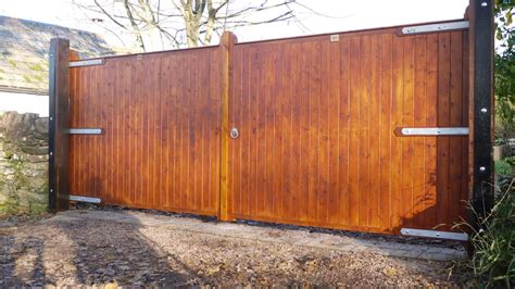 redwood closed board gates  wooden workshop oakford