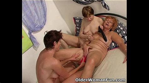 Hot Grannies Licking And Kissing In Lesbian Threesome