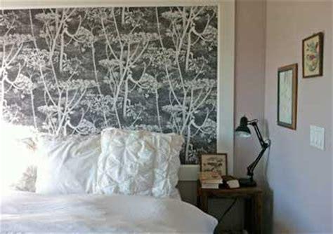 peinture de mur pour chambre diy tête de lit originale avec un lai de papier peint