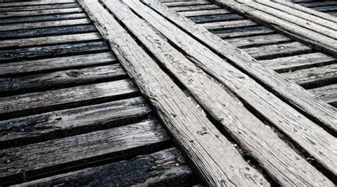 vos meubles en bois grincent voici une solution facile