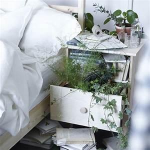 Grünpflanzen Im Schlafzimmer : gr npflanzen bringen von natur aus ruhe in dein schlafzimmer selbst tarva ablagetisch in kiefer ~ Watch28wear.com Haus und Dekorationen
