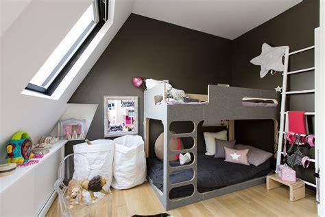chambre 3 enfants une chambre d enfant dans les combles maison travaux