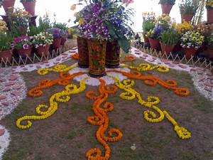 Floral design wikipedia the free encyclopedia art in a for Interior decoration courses in chandigarh