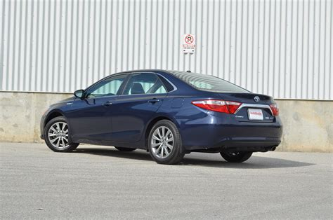 Toyota Camry 2015 Hybrid by 2015 Toyota Camry Hybrid Review Autoguide News