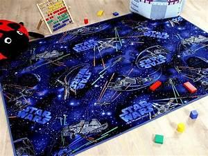 Star Wars Schriftzug : perfekt f r ein weltraum kinderzimmer star wars teppich ~ A.2002-acura-tl-radio.info Haus und Dekorationen