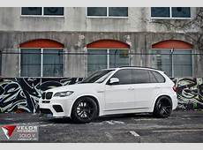Alpine White BMW X5M on 22