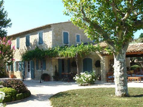 newly built houses   luberon  provencal mas