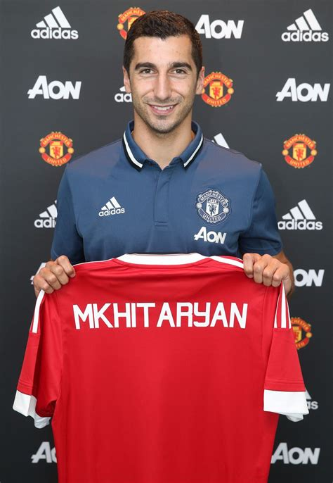 utd colors pictures henrikh mkhitaryan in utd colours for