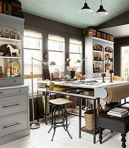 33 stylish and dramatic masculine home office design ideas for Creative attarctive home office decorating ideas