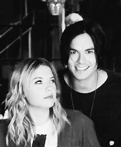 Hanna And Caleb GIFs - Find & Share on GIPHY