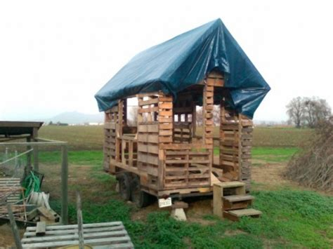 build a house free pallet houses