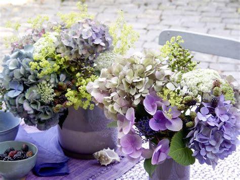 blumenschmuck hochzeit hortensien hortensien mit beeren hochzeitsdeko blumen tischdeko hochzeit hortensien und deko blumen