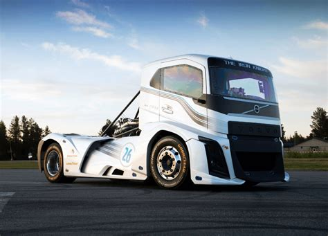 Fastest Truck In The World -the 2,400 Hp Volvo 'iron