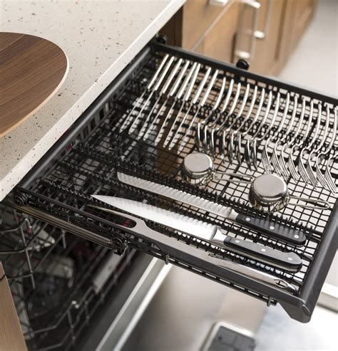 ge gdtssjss   fully integrated dishwasher  stainless steel interior piranha food