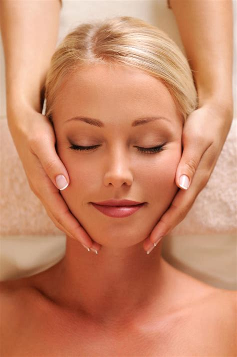 what does massaging your face do