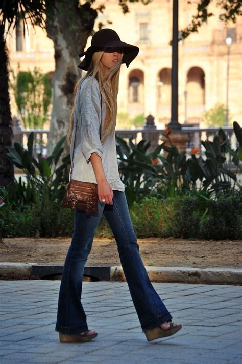 How To Wear Flared Jeans (Outfit Ideas) 2018 ...