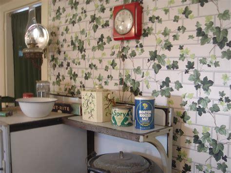 kitchen  ivy wallpaper   ive