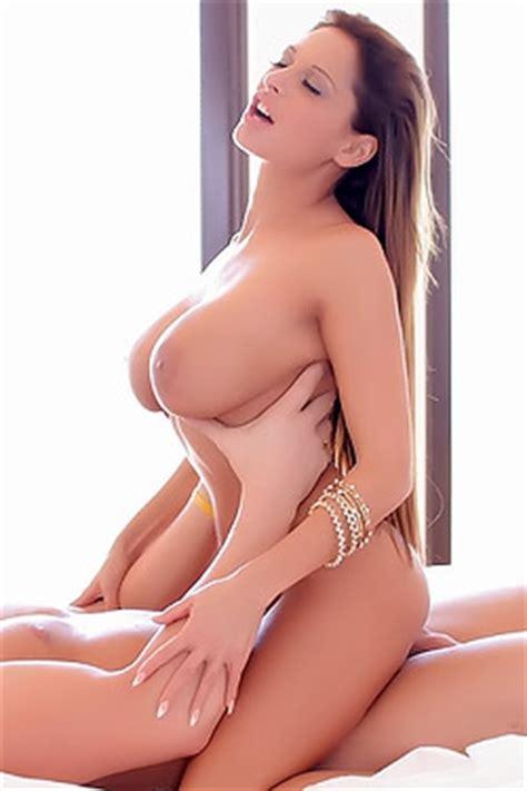 Lattanzi nude chloe Chloe Lattanzi