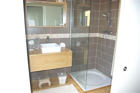 salle de bain gris et salle de bain bois et gris meuble de salle bain en bois avec vasques coloris gris chin