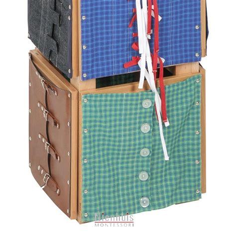cadres d habillage montessori pr 233 sentoir des cadres d habillage montessori spirit