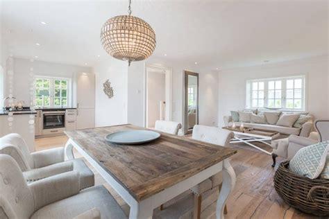 Landhausstil Modern by Home Staging Reetdachhaus Auf Sylt Esszimmer Immofoto