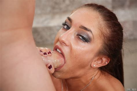 Mischa Brooks Gives A Deepthroat Blowjob