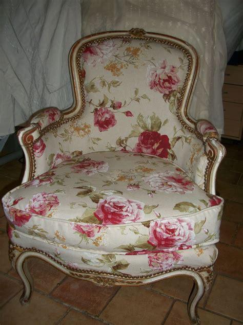 recouvrir un canape relooking fauteuil louis xv grain de folie creation