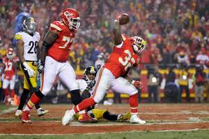 Chiefs plan to let Kareem Hunt, Spencer Ware compete for ...