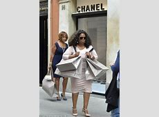 Oprah Winfrey buys clothes on Roman holiday with Gayle