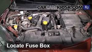 Replace A Fuse  2009-2015 Renault Megane