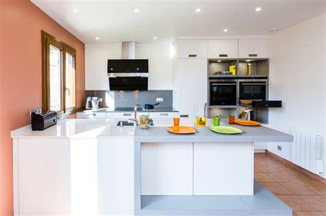 cuisine laquee cuisine laquee blanche cuisine arcobaleno laque blanche