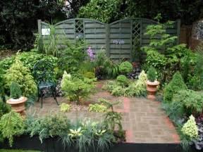 courtyard designs small courtyard garden design ideas