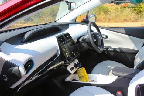 2017 Toyota Prius India Launch, Engine, Specs, Price
