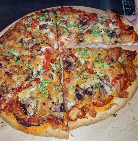 kitchen sink   topping pizza pizza