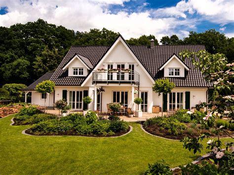 Moderne Häuser Mit Krüppelwalmdach by Landhaus Haacke Haus Nobles Einfamilienhaus Mit