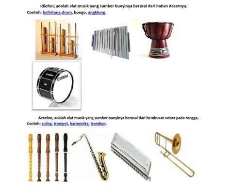 Hanya saja, terdapat perbedaan mencolok, dari bentuk antara tifa dari papua cara memainkan alat musik tifa adalah dengan cara ditabuh atau dipukul sehingga suara yang dihasilkan sama seperti gendang. Contoh Alat Musik Idiofon - Aneka Macam Contoh